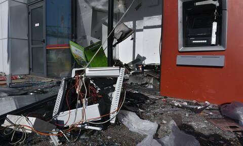 Συναγερμός στο Πικέρμι: Έδεσαν ΑΤΜ σε αυτοκίνητο, το ξήλωσαν, πήραν τα λεφτά και εξαφανίστηκαν