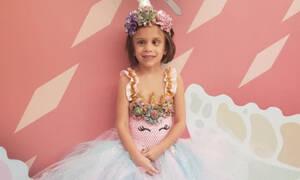 Γνωρίστε τη Lillι, το κοριτσάκι που εμφανίζεται με «πριγκιπικά» φορέματα σε κάθε χημειοθεραπεία
