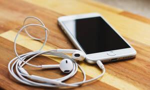 Ξέρεις γιατί δεν πρέπει να μοιράζεσαι ΠΟΤΕ τα ακουστικά σου