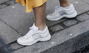 Οδοντόπαστα vs Μαγειρική σόδα: Πώς θα καθαρίσεις τα λευκά παπούτσια τέλεια