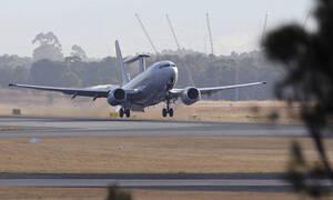 Θρίλερ στον αέρα: Αναγκαστική προσγείωση Boeing που έβγαζε φλόγες από τον κινητήρα