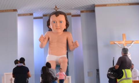 Μεξικό: Γιγάντιο άγαλμα του μωρού Ιησού χλευάζεται στο διαδίκτυο (photos+video)