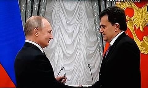 Президент РФ В. Путин вручил государственную награду члену Московского общества греков И.Стилиди