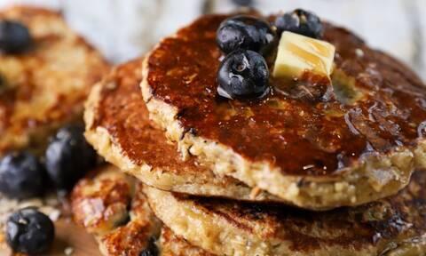 Η συνταγή της ημέρας: Γρήγορες τηγανίτες με blueberries