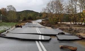 Βιβλική καταστροφή στην Χαλκιδική – Δρόμοι «κόπηκαν» στα δύο