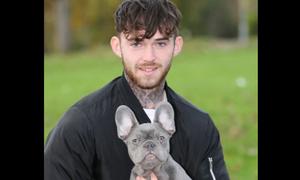 «Έφαγε» μαχαιριά για να προστατέψει το σκύλο του (photos)