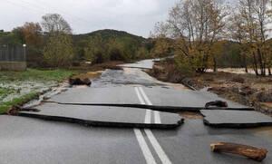 Κακοκαιρία: Πνίγεται η Χαλκιδική - Κινδύνευσαν άνθρωποι, κατέρρευσαν δρόμοι