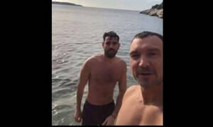 Πολυδερόπουλος - Σταθοκωστόπουλος: Τι κι αν κάνει κρύο; Τα «κορμιά» πήγαν παραλία! (Video)