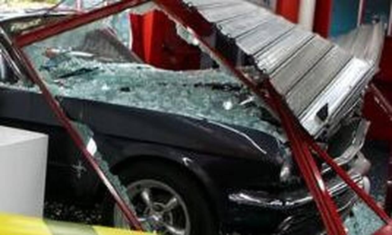 Άγιος Στέφανος: «Μπούκαραν» με αυτοκίνητο σε καθαριστήριο