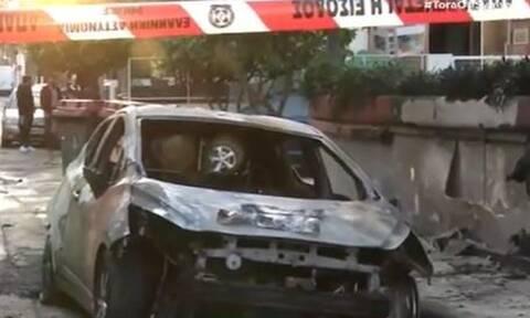 Εικόνες-σοκ στο Περιστέρι: Εμπρηστική επίθεση με γκαζάκια σε αυτοκίνητα