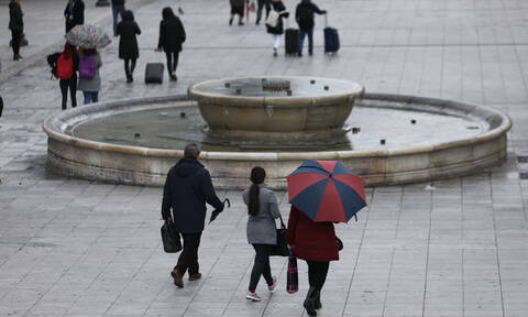 Επιχείρηση «καθαρή Αθήνα»:Παρέμβαση καθαριότητας στην πλατεία Συντάγματος παρουσία Μπακογιάννη (pic)