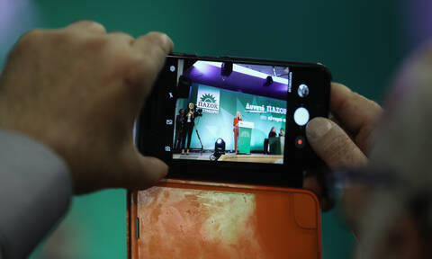 Συνέδριο ΠΑΣΟΚ: Νίκη της Γεννηματά - Παραμένει πρόεδρος του κόμματος μέχρι το 2021