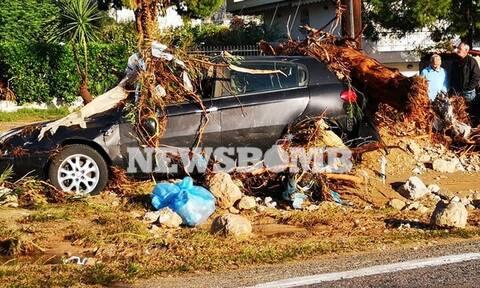 Εικόνες Βιβλικής καταστροφής στην Κινέτα από την κακοκαιρία: Θάφτηκαν στη λάσπη αμάξια και σπίτια