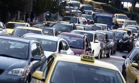 Κίνηση ΤΩΡΑ: Κυκλοφοριακό κομφούζιο στους δρόμους - Πού εντοπίζονται τα μεγαλύτερα προβλήματα
