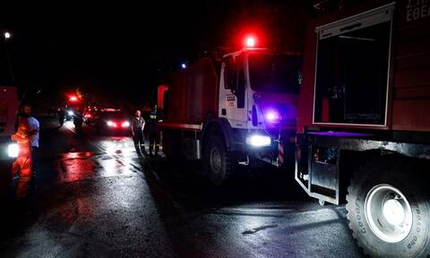 Φωτιά σε σπίτι στο Λαύριο: Γυναίκα ανασύρθηκε χωρίς τις αισθήσεις της