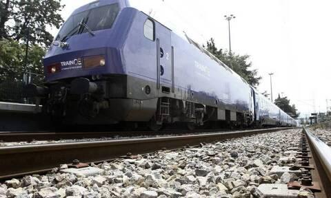 Πύργος: Σύγκρουση τρένου με ΙΧ σε αφύλακτη διάβαση