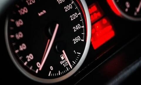 Έμεινες από μπαταρία στο αυτοκίνητο; Το κόλπο για να πάρει μπροστά!