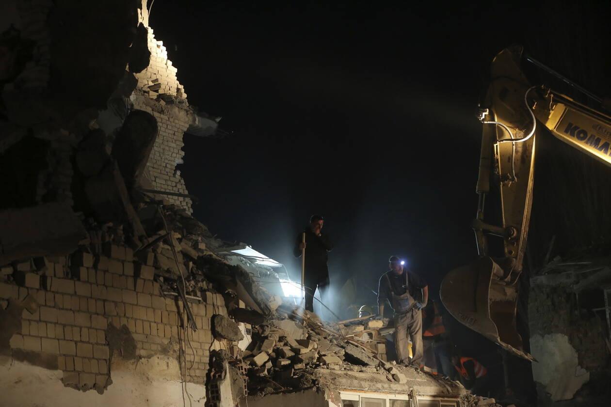 Εθνικό πένθος στην Αλβανία - Μεγαλώνει η λίστα των νεκρών του καταστροφικού σεισμού AP 19330631201644
