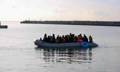 «Ασφυξία» στα νησιά του Αιγαίου: Τουλάχιστον 411 πρόσφυγες και μετανάστες αποβιβάστηκαν σε ένα 24ωρο