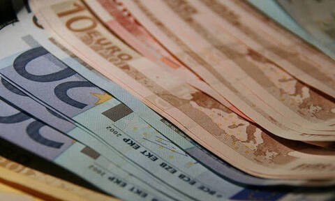 Ο ΟΠΕΚΑ μοιράζει λεφτά πριν τα Χριστούγεννα - Πότε πληρώνονται τα επιδόματα οι δικαιούχοι