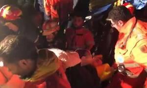 Σεισμός στην Αλβανία: Συγκλονιστικές εικόνες – Καρέ-καρέ η διάσωση 24χρονου από την ΕΜΑΚ