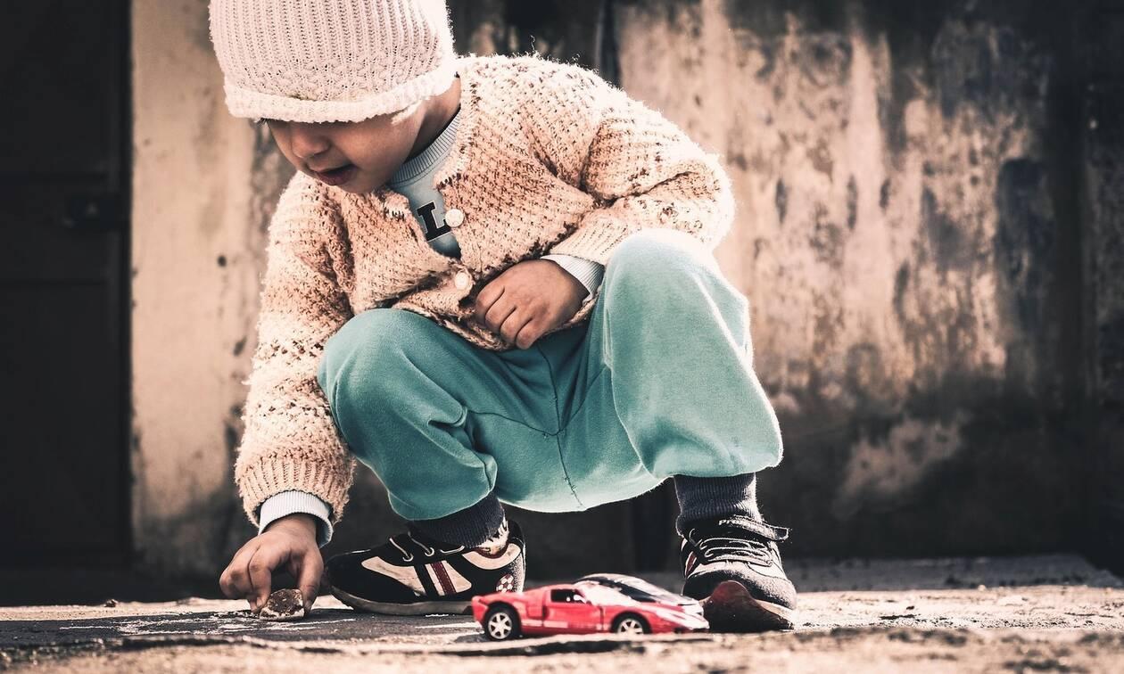 Πόσα παιχνίδια χρειάζονται πραγματικά τα παιδιά; (pics)