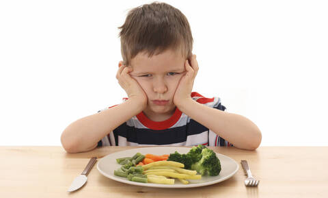 Μακριά μας: Τα χειρότερα φαγητά που μας άναγκαζαν οι μητέρες μας να τρώμε μικροί!