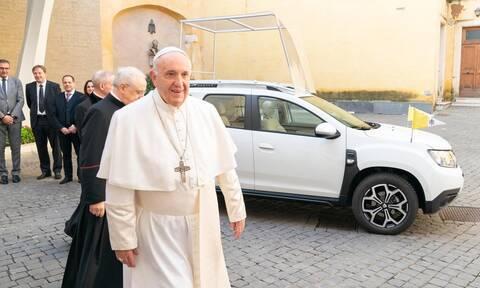 Το καινούργιο αυτοκίνητο του Πάπα είναι ένα τετρακίνητο Dacia Duster