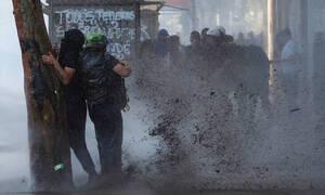 Χιλή: Η βία κλιμακώνεται, το πέσο κατρακυλά και ο Πινιέρα προειδοποιεί για «ανεπανόρθωτη ζημιά»