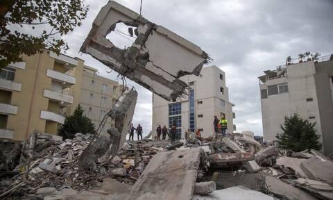 Νέος σεισμός συγκλόνισε την Αλβανία - Μάχη με το χρόνο για τους εγκλωβισμένους (pics&vids)