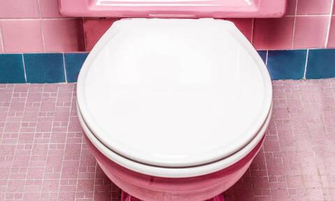 «Κλάμα»: Μυθική ανακοίνωση σε γυναικεία τουαλέτα (pics)