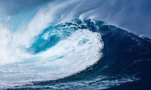 Ανατριχιαστικό φαινόμενο στην θάλασσα: Εικόνες Αποκάλυψης στην ακτή (vid)
