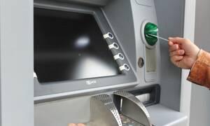 Πήγε να βγάλει χρήματα από ATM - «Πάγωσε» μόλις είδε τι την… περίμενε! (pics)