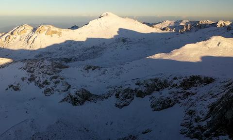 Μαγικές εικόνες! Στα «λευκά» ο Παρνασσός - Έπεσε το πρώτο χιόνι (vid)