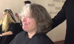 Γυναίκα μεταμορφώνεται από νοικοκυρά σε… σταρ του Χόλιγουντ! (vid)