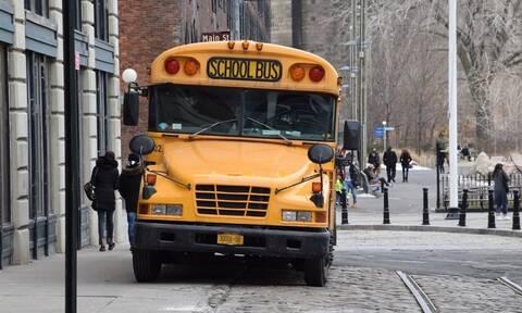 Εικόνες ΣΟΚ: Οδηγός σχολικού έπινε μπίρες ενώ μετέφερε μαθητές στο σχολείο (pics)