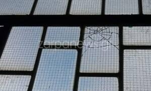 Σκηνές «Φαρ Ουέστ» στα Χανιά: Άγνωστοι «γάζωσαν» σχολείο (pics)