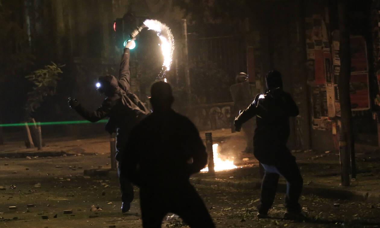 Εξάρχεια: Νέα επίθεση αγνώστων με μολότοφ κατά ΜΑΤ