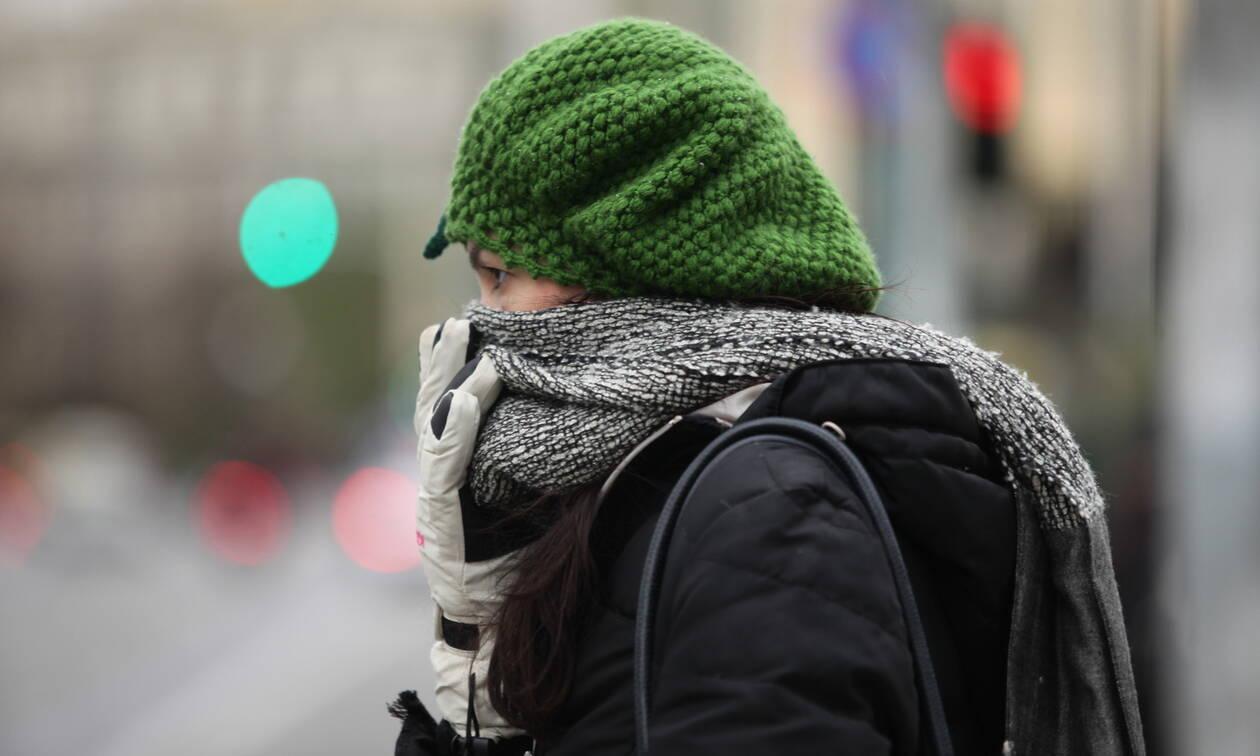 Καιρός: Ψυχρή εισβολή την Κυριακή με χιόνια - Πού θα πέσει η θερμοκρασία 10 βαθμούς (Χάρτες)
