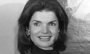 Γιατί το iconic ροζ Chanel σακάκι της Jackie Kennedy θα μείνει «κλειδωμένο» μέχρι το 2103