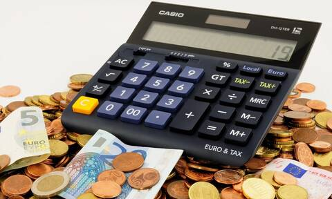 Αυτές είναι οι αυξήσεις που θα δουν μισθωτοί και συνταξιούχοι από την 1η Ιανουαρίου (ΠΙΝΑΚΕΣ)