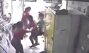 Βίντεο – σοκ: Συμμορία παιδιών εισβάλει σε κατάστημα για να το κλέψει