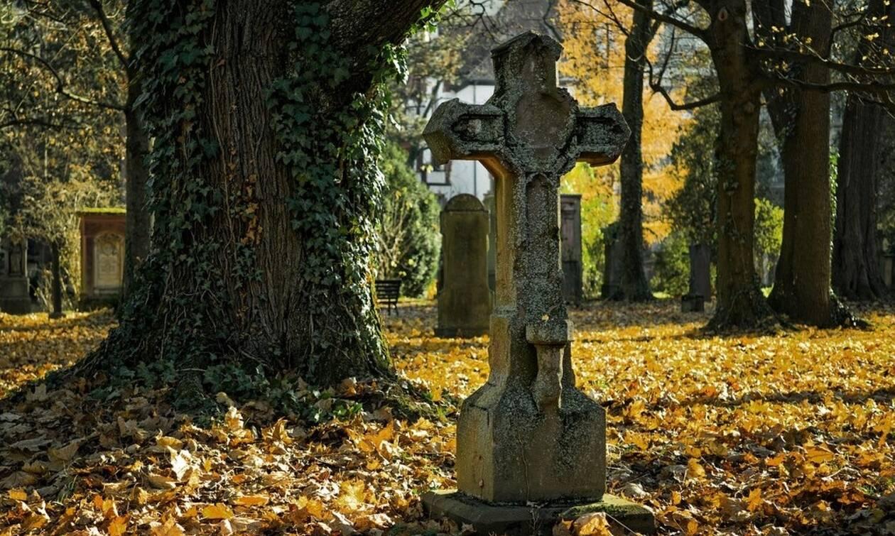 Σάλος σε νεκροταφείο: Έβαλε κρυφή κάμερα στον τάφο του συζύγου της - «Πάγωσε» με αυτό που είδε