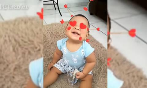 Μωρά χρησιμοποιούν τα φίλτρα των social media και γίνονται viral (vid)