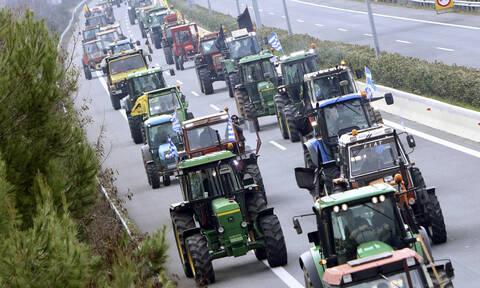 Μπλόκα αγροτών: «Zεσταίνουν» τα τρακτέρ - Ποιους δρόμους θα κλείσουν την Τετάρτη (04/12)