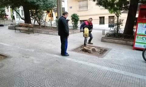 Δήμος Αθηναίων: Επιχείρηση καθαρισμού στην πλατεία του Αγίου Διονυσίου Αρεοπαγίτου (pics+vid)