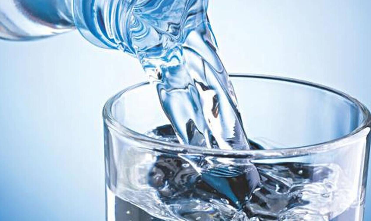 Η αιώνια απορία: Τελικά το νερό «χαλάει»;