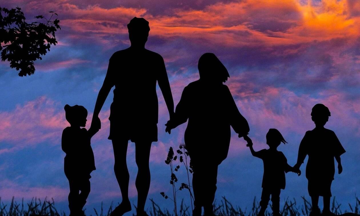 ΟΠΕΚΑ - Επίδομα παιδιού: Οδηγός για τη συμπλήρωση της αίτησης - Η καταληκτική ημερομηνία