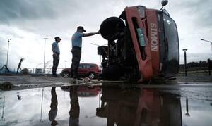 Χάος στις Φιλιππίνες από τον τυφώνα «Καμούρι»: Τουλάχιστον 3 νεκροί (pics+vid)