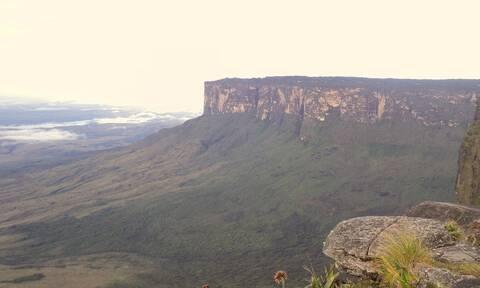 Αυτό είναι το βουνό που δεν έχει καμία κορυφή (pics)